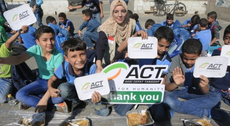 ACT Distributes Breakfast for Students In Gaza