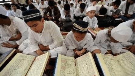 As 7,260 Indonesian Hafiz Al-Quran in Kapuas Break Records