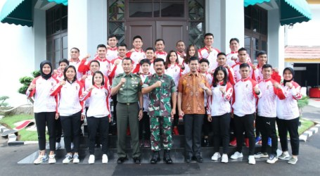 TNI Commander Pushes Fighting Spirit of the Indonesia National Karate Team at 2019 SEA Games