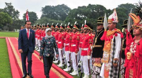 President Jokowi Meets Singapore's President at Bogor Palace
