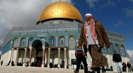 Palestine Temporarily Stops Activities in Mosques and Churches