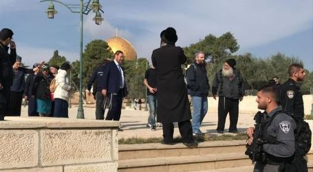 Dozen of Israeli Settlers Tour Al-Aqsa as Site Reopens