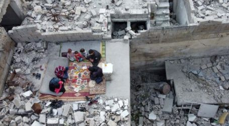 Abu Ziad's Family Break Ramadan in the Ruin of His Home