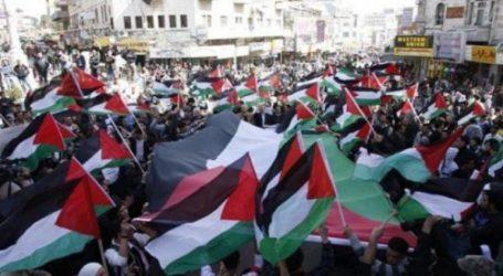 Hundreds of Palestinians Demonstrate on Naksah Day