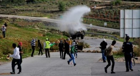 Dozens of Palestinians Injured in Anti-Settlement Protests