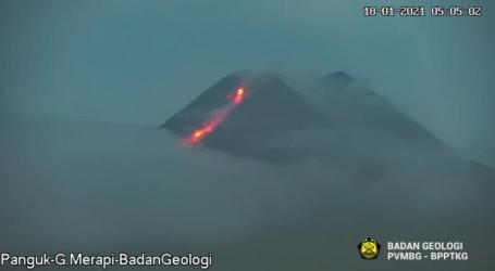 Mount Merapi Releases 1,000 Meters of Hot Clouds