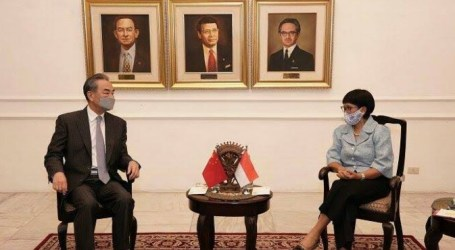 Minister Retno Meets with Chinese FM Wang Yi