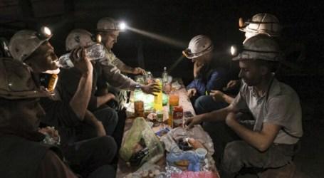 Muslim Bosnian Coal Miners Break Their Fast Underground