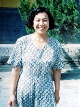 '白吉达的母亲胡素华'
