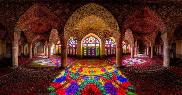 Incredible-and-Colorful-Mosque-5