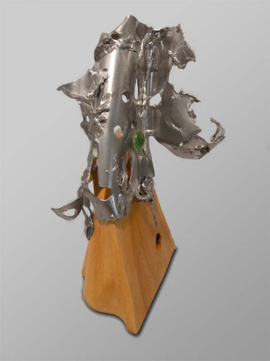 Elegance (2013) | Pewter and glass on a maple tree burl | 17 cm x 27 cm x 16 cm