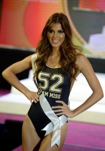 Miss France Iris Mittenaere participates in a swimwear fashion show in Cebu City, central Philippines on January 17, 2017. The Miss Universe pageant will be held on January 30. / AFP PHOTO / NOEL CELIS