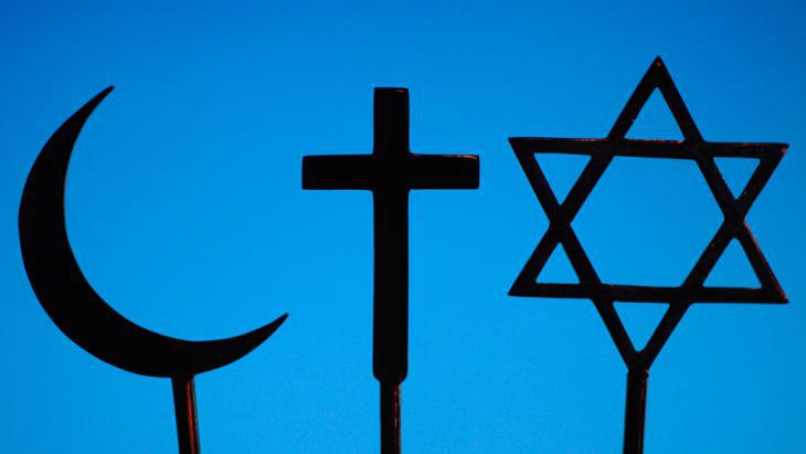 The symbols of Islam, Christianity and Judaism (photo: picture-alliance/Godong/Robert Harding)