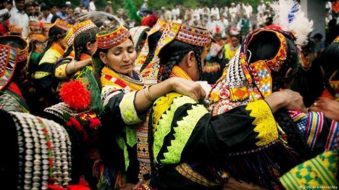 Pakistanʹs Kalash minority: At risk of extinction - Qantara.de
