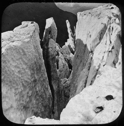 Un précipice dans le glacier de Bossons