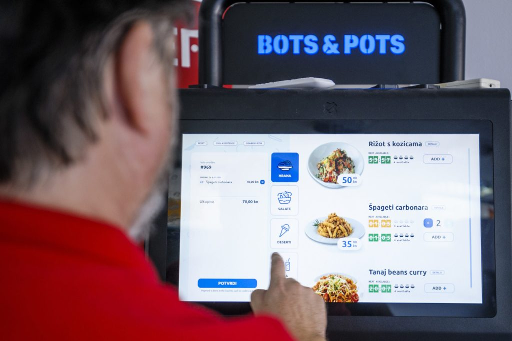 This is how the ordering process at a Bots&Pots sci-food restaurant will look like