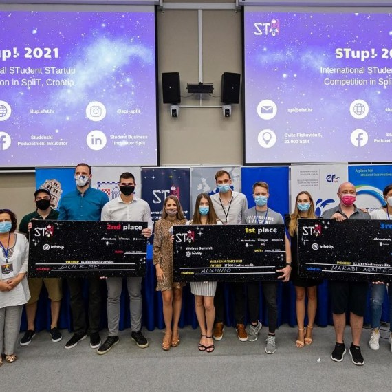 Top 3 teams at STup! competition and the judges