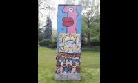 """<h5>Fürstenbrunner Weg</h5><p>Fürstenbrunner Weg <strong>Kaiser-Wilhelm-Gedächtnis-Friedhof</strong> © <a href=""""http://galerie-noir.de"""" target=""""_blank"""">Thierry Noir</a> <br>photo taken in unknown                                                                                                                                                                                                           </p>"""