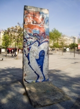 """<h5>The Berlin Wall in Paris, France</h5><p>Details, Copyright: <a href=""""http://en.the-wall-net.org/?p=860"""" >Paris, F</a> / more <a href=""""http://en.the-wall-net.org/category/the-berlin-wall/eur/"""" >sites in Europe</a></p>"""