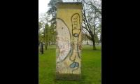 """<h5>Kurt-Schumacher-Damm</h5><p>Kurt-Schumacher-Damm <strong>Julius Leber Barracks</strong> © <a href=""""http://galerie-noir.de"""" target=""""_blank"""">Thierry Noir</a> <br>photo taken in unknown                                                                                                                                                         </p>"""