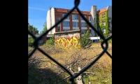 """<h5>Nordbahn-/Wilhelm-Kuhr-Straße</h5><p>Nordbahn-/Wilhelm-Kuhr-Straße <strong>Compass Werkstätten</strong> © <a href=""""https://www.instagram.com/p/BmYWmzDl8hj"""" target=""""_blank"""">chrisalbanhansen/Instagram</a><br>photo taken in 2018</p>"""