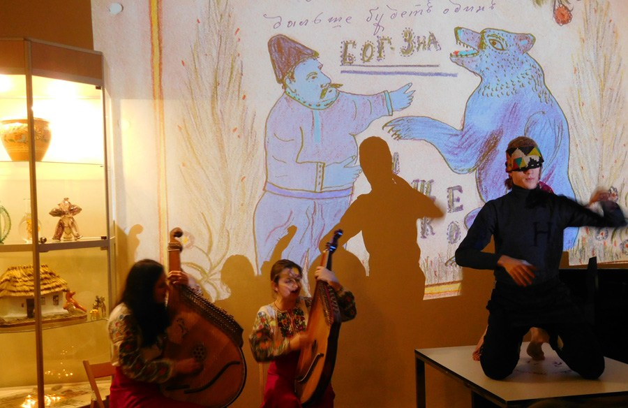 """The artistic event of the presentation of """"God knows"""", an album of naive art, accompanied by the performance of bandura duet took place in Kyiv"""