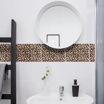 Badezimmerfliesen mit Leopardenmuster