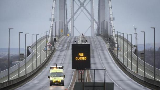forth-road-bridge-closed-until-new-year-as-fault-repaired-136402583052303901-151204224005