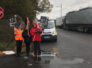 Police called on striking workers at Shieldhall Recycling Depot