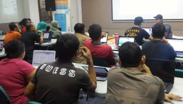 Belajar Bisnis Online Baju di Jakarta Timur