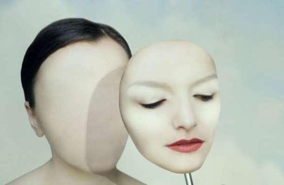 μάσκα συναισθήματα γυναίκα