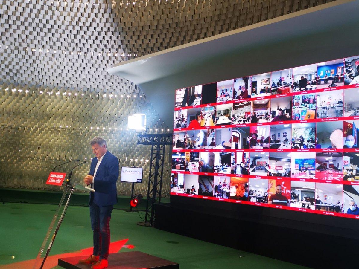 Fabien Roussel àla conférence nationale de 2021
