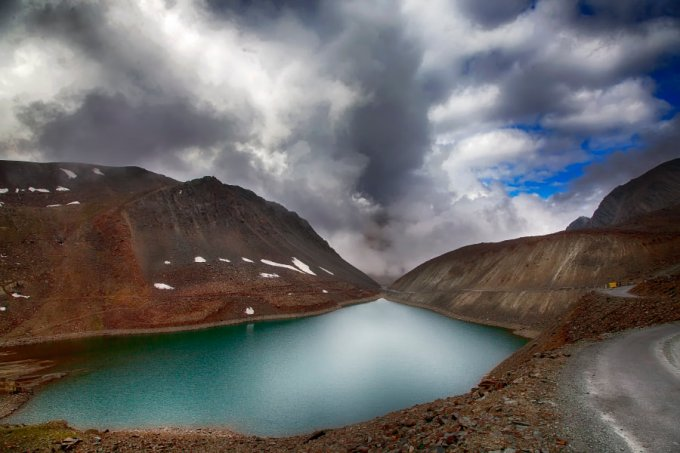 10 Magnificent Lakes in the Heart of the Himalayas 5