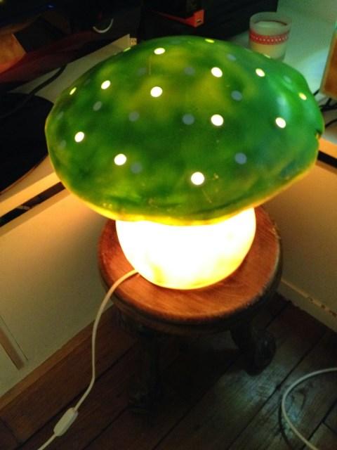 Changer l'ampoule de sa lampe champignon Egmont HEICO.