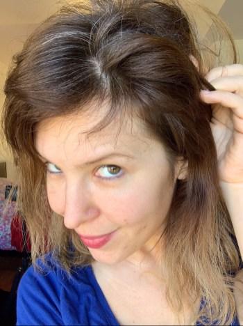 recouvrir mes cheveux blond par un blond foncé couleur uniforme et naturelle
