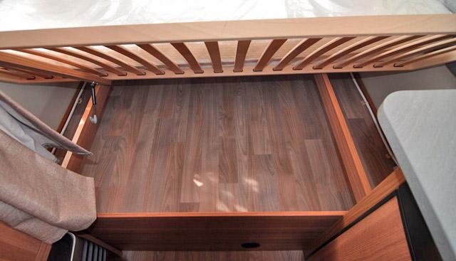 Tambucho debajo de la cama delantera