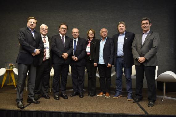 Ministro do Turismo Vinícius Lummertz prestigia o 31º Encatho