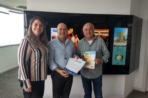 ABIH-SC firma parceria com a RICTV para divulgação do Encatho & Exprotel