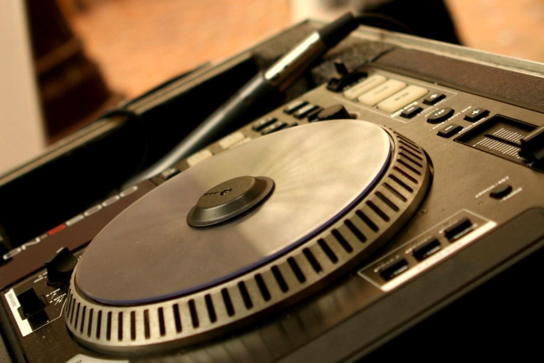 DJ Lakeland - Enchanting Wedding Entertainment - Events - Birthdays - DJ