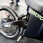 Imagen del motor eléctrico y la parte vista de su sistema, hacia la rueda posterior.