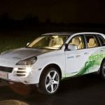 Imagen frontal-lateral del Porsche Cayenne Stormste de noche