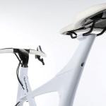 detalle de manillar y el sillín de la Lexus Hybrid Bycycle Concept