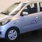 imagen donde apreciamos el morro y el lateral del Hyundai BlueOn