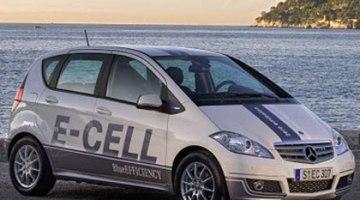 imagen del Mercedes-Benz Clase A E-Cell con el mar de fondo