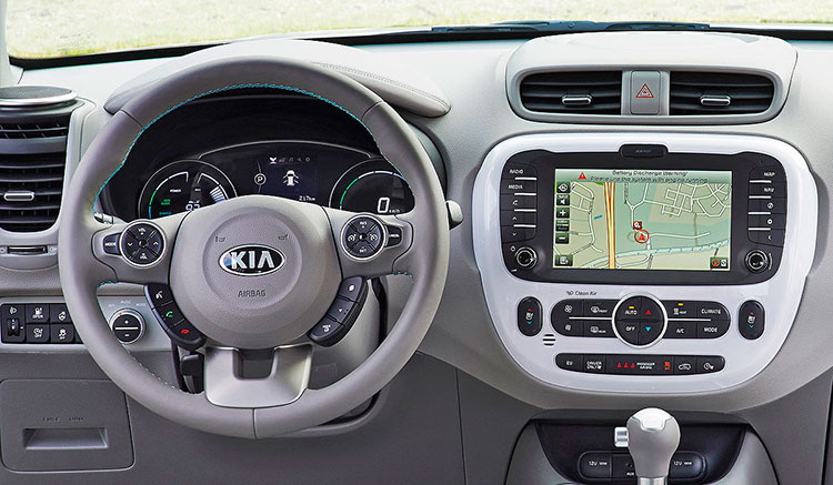 Imagen donde podemos ver todo el panel de mandos y la consola central del KIA Soul EV.