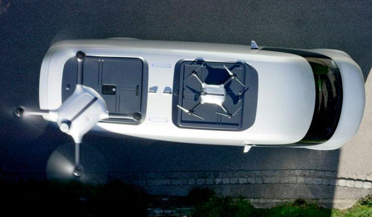 Imagen donde podemos ver un dron despegando del techo del prototipo Mercedes Vision Van.