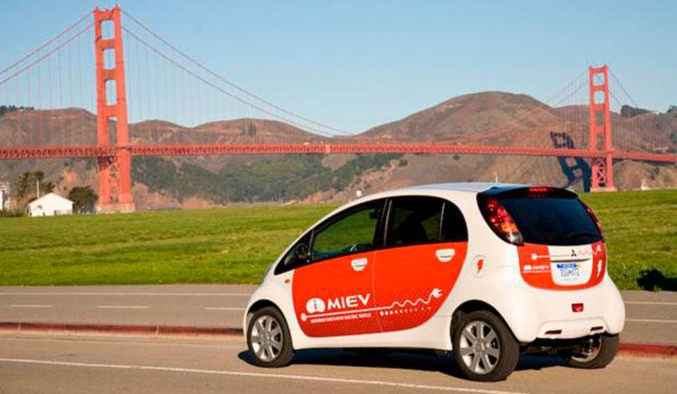 Imagen donde podemos apreciar el diseño de la zona trasera del coche eléctrico Mitsubishi i-MiEV.