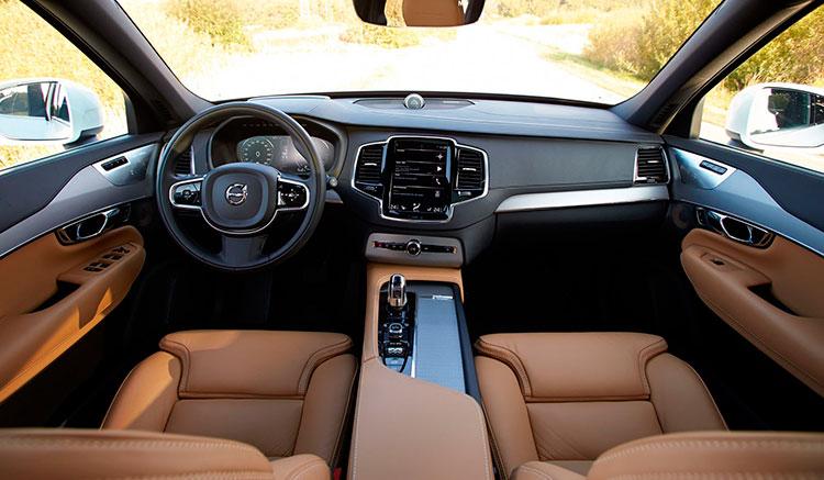 Imagen donde podemos apreciar el diseño y la calidad de los interiores del Volvo XC90 T8 Twin Engine.