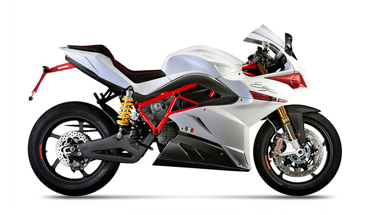 Imagen donde podemos apreciar los detalles deportivos que se añaden al modelo 45 de la Energica Ego.