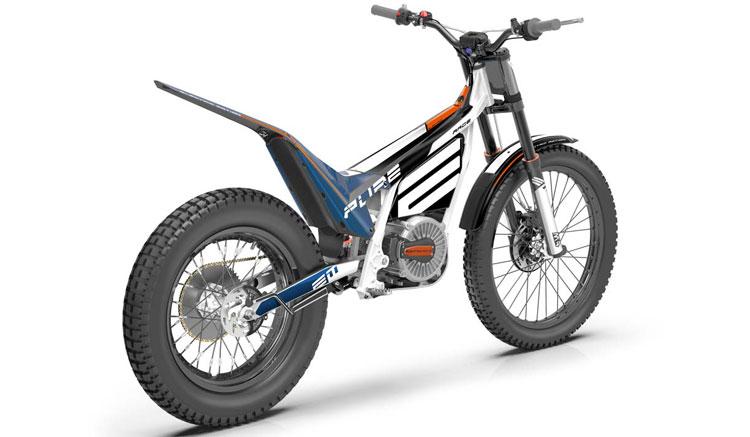 Imagen trasera de la Electric Motion Epure donde podemos apreciar el diseño y detalles de la zona trasera de esta moto de trial eléctrica.